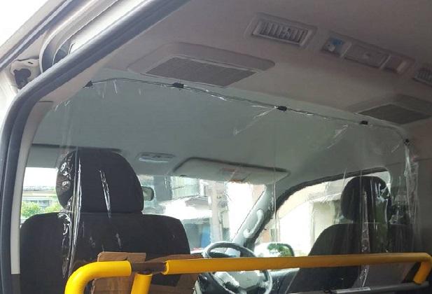 運転席と乗車席の間仕切り
